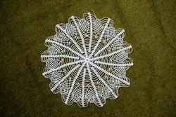 Horgolt csipke kézimunka lakástextil dekoráció kis méretű terítő asztalközép nipp alátét 19 cm