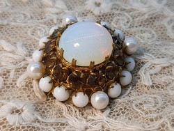 Brooch with opal glass