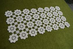 Horgolt csipke kézimunka lakástextil dekoráció kis méretű terítő asztalközép 54 x 27 cm