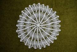 Horgolt csipke kézimunka lakástextil dekoráció kis méretű terítő asztalközép nipp alátét 21 cm