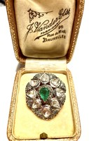 Pendant with emeralds and diamonds.