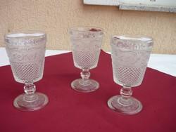 Három darab szép régi nagy méretű súlyos talpas üvegpohár, kehely, 16,5cm, 3 dl, 0,5 kg,/db.