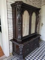Antik bútor: reneszánsz vitrines szekrény