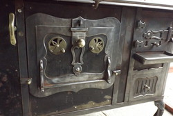 Rare Swabian folk sparhelt stove with nice artistic cooking machine on black plate stove