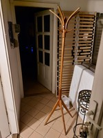 180 Cm high, thonett-type wooden standing hanger, in very good condition, with 3 large umbrellas if not bargaining.