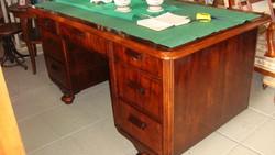 Ónémet felújított hétfiókos íróasztal.