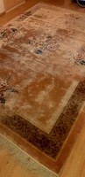 Hand-knotted oriental persian rug