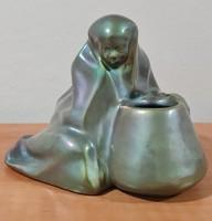 Zsolnay eozin antik beduin arab ülő nő, pajzspecsétes