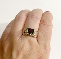 Pretty garnet stone silver ring -925