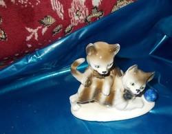 Játszó kiskutyák Porcelánból