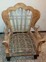 Armchair with lion legs and fan backrest