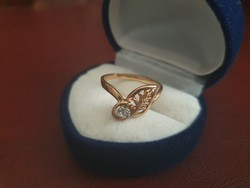 14K gold ring with zirconia