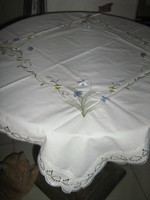 Beautiful madeira lacy edged tablecloth centerpiece