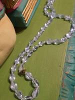 60 cm-es , világoskék , enyhén patinál-lüszteres fényű üveggyöngyökből álló nyaklánc .