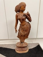 Indiai asszony fa szobor