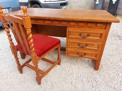 For sale a beautiful oak desk with deep chests and. With chair. Furniture in beautiful condition.