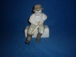 Régi zsolnay porcelán faragó fiú figura