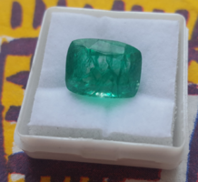 Beautiful green Colombian emerald with 7.70 Ct certificate