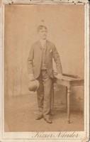 Antik fotó,vizitkártya, fiatal férfi műtermi felvétele