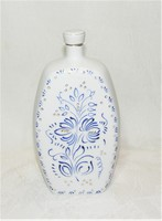 Ravenhouse retro hand painted embossed bottle 21k. Decorated with gold