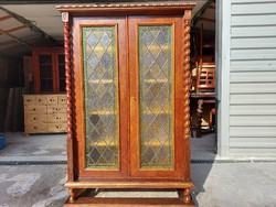 For sale a showcase 2-door, shelf 1-drawer colonial chest of drawers. Furniture is beautiful, in new condition. Size