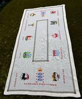 Hímzett keresztszemes Dán település címer mintás terítő futó Middelfart Ringkøbing Frederica 84x42cm