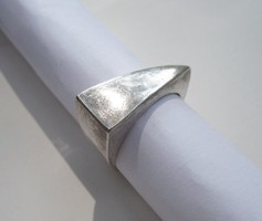 Triangular silver ring - 1 ft auctions!