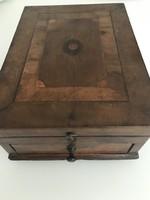 Antik intarziás borotválkozó doboz belső tükörrel és fiókkal