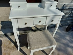 For sale a very nice narrow white small table with chest of drawers + chair dimensions: 80 cm x 40 cm high