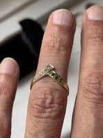 1 Forintról! 14 karátos Arany gyűrű kis méretű brillekkel és smaragdokkal.