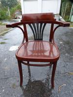 1 Thonet chair.