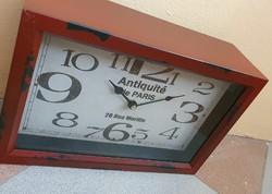 Antikolt asztali fém óra