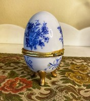 Egg jewelry in porcelain.