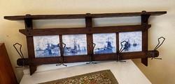 Wooden hanger with 4 built-in Delft tiles
