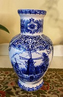 Delft-style shower decorated vase