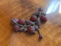 Antique special brooch with incredible ruby colored blackberries? Very old piece with glass gems !!!