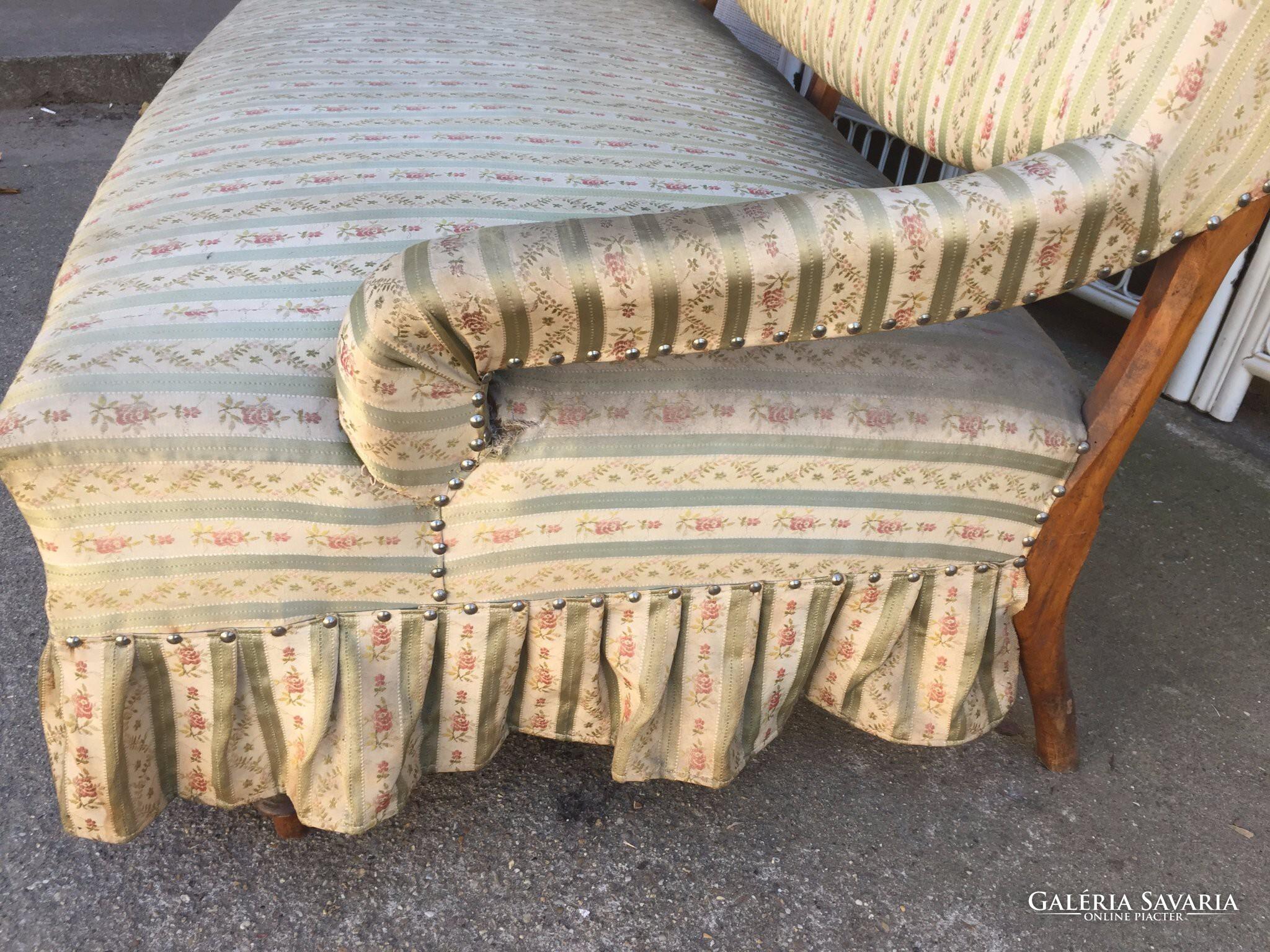 Különleges formájú kanapé,szófa..garnitúra része Bútor