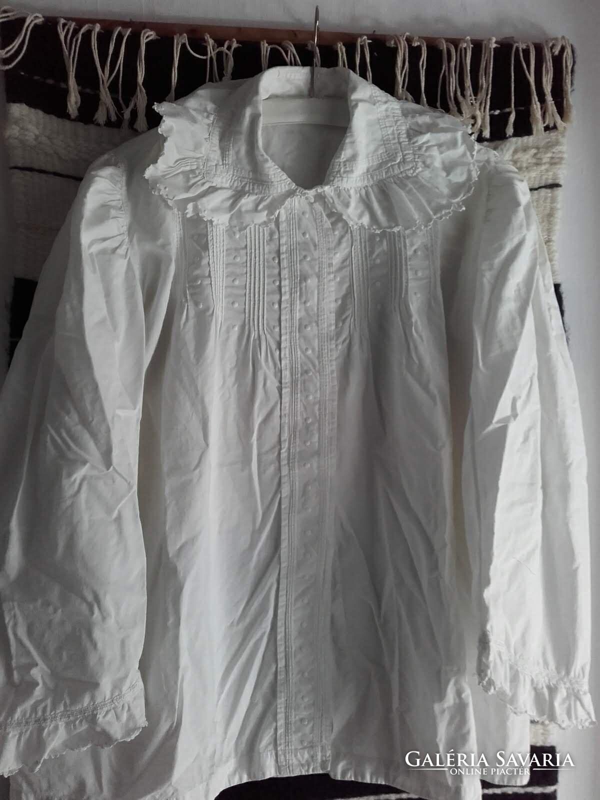2028651bc1 Antik, régi autentikus fehér vászon, hímzett paraszt ing, női blúz ...