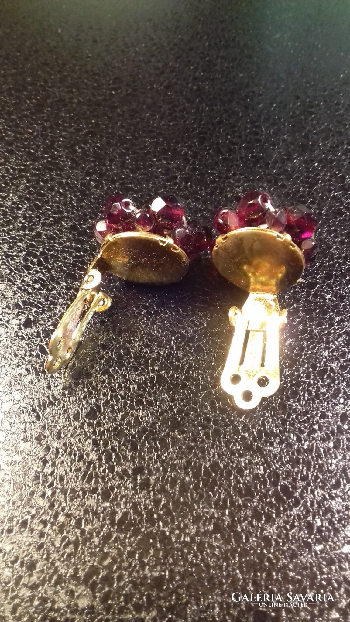 Piros, virág alakú fülklipsz 120 Jewelry | Galeria Savaria