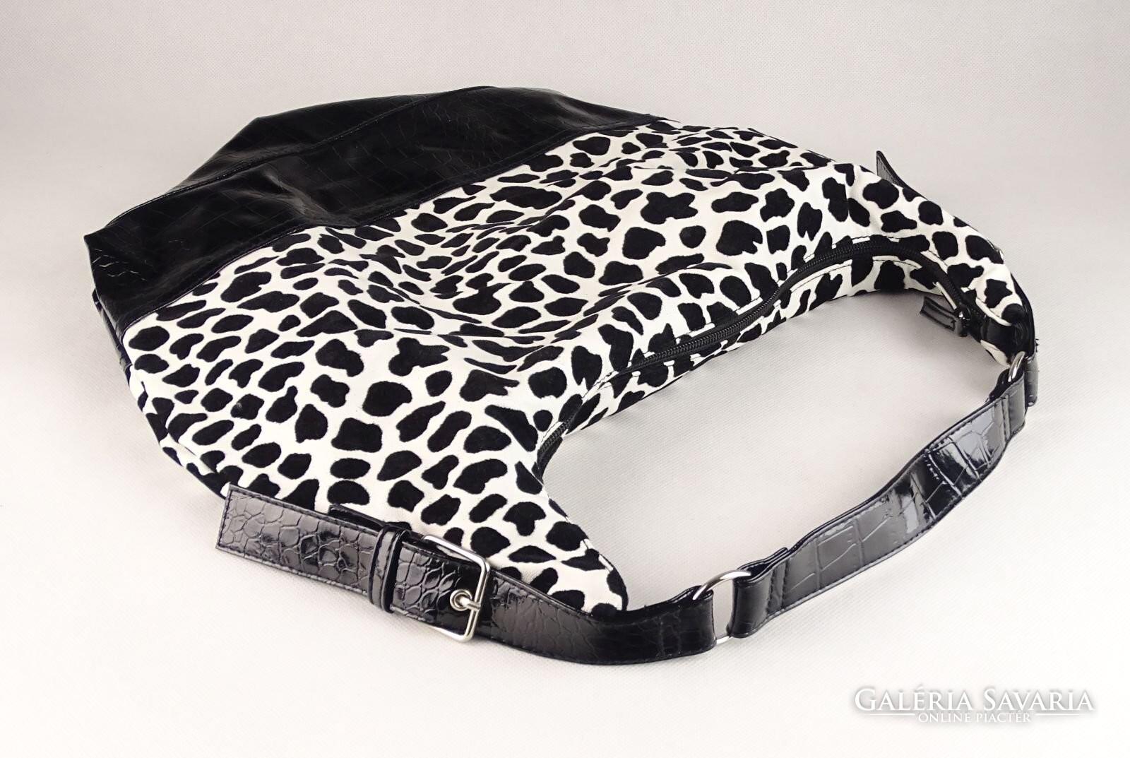 0V560 Claire s fekete-fehér válltáska - Wardrobe  e55d07c52e