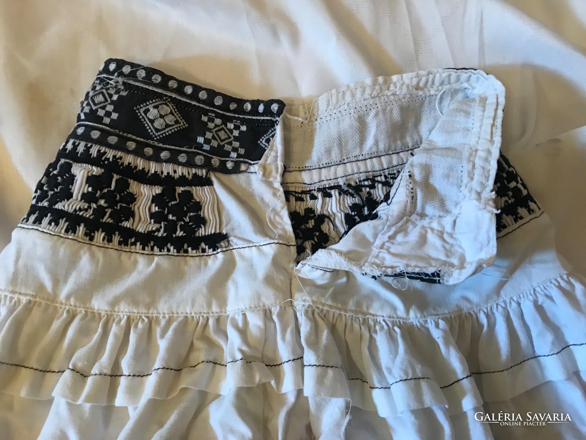 100 éves Népi Kislány Szoknya Wardrobe | Galeria Savaria